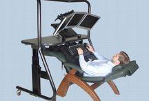 Работать лежа. / Работать лежа. Стол для кровати. Стол ковать. Или компьютерный стол плюс кресло - для работы лежа.