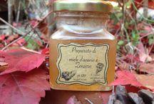 Preparati di miele d'acacia / Una serie di preparati a base di miele d'acacia con zenzero, rosmarino, salvia, origano, basilico