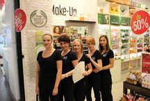 """Zespół The Body Shop w Szczecinie zdobył nagrodę w konkursie """"Bestseller""""! / Zostaliśmy uznani za najlepiej zorganizowany zespół w CH Galaxy. Jesteśmy bardzo dumni z wyróżnienia, dziękujemy! Zobaczcie nasz zwycięski team: Basia, Karolina, Monika, Dorota, Jola :-) / by The Body Shop Polska"""