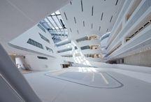 Arquitectura Pública / Obras de arquitectura pública. Edificios modernas diseñados por los arquitectos más emblemáticos de nuestro tiempo, destinados a diversos usos.