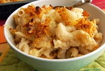 Mac & Cheese Recipes / by Rochelle Hackmann