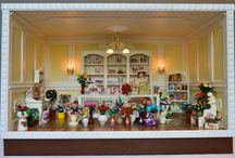Schaukasten: vikt. Blumenladen im Maßstab 1:12 (Roombox Scale 1:12) / Eigenkreation & Handmade by KREAMINI - der Großteil der Blumen wurde von Miniaturistin Marina Novak hergestellt.  - Die Möbel sind von der Firma Mini Mundus - Der Leer-Schaukasten kann jeder Zeit auf Anfrage    gebaut werden. Die Anfrage dafür bitte als PN oder E-Mail an mich senden.