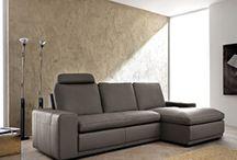 Salotti / Casa Tua Arredamenti ti aiuta nella scelta delle migliori soluzioni per arredare ogni ambiente della tua casa. Possiamo formulare soluzioni d'arredo personalizzate per la cucina, il soggiorno, il salotto, la camera e la cameretta, il bagno.