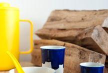 Schaaltjes / Porselein schaaltje. Handgemaakt van porselein naar de ontwerpen van de bekende ontwerper Sander Luske.   Vaatwasmachinebestendig en daarnaast ook magnetronbestendig. De schaaltjes in onze design servies collectie zijn uitstekend geschikt voor in huis of op kantoor. We gieten voor horecagebruik iets dikker voor intensief gebruik. Het porselein kunnen we personaliseren door uw bedrijfskleuren te gebruiken of met uw logo of beeldmerk in te branden. Diameter 14 cm