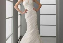 Dropped waist chapel train sleeveless organza charming bridal gown