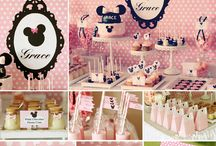 Minnie Mouse Birthday Party Ideas / Fun Minnie Mouse party ideas, including mini mouse cakes, cupcakes, Minnie Mouse themed treats, Minnie Mouse printables, decorations, party favors, and party activities.