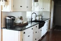 Designing - Kitchens / by Amanda Oyler
