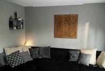 SIMPLY PURE Houtsnijwerk / Houten wandpanelen in woonkamer
