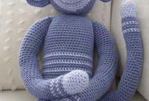 Autosustentabilidad en muñecos y tejidos / tejidos diversos / by Grace Almeida