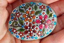 Garden - Painted Rocks / by Sandy Hilliard