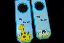 perchero para niños / percheros con motivo infantil, pintado en madera y aplicaciones en foami