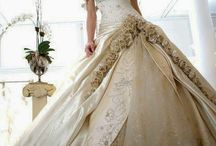 Wedding dresses!!! / Dresses!!! / by Karria Kritikos