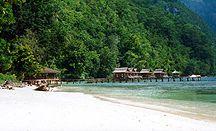 Molukken reizen / vakanties / Bent u op zoek naar een goed georganiseerde reis naar de Molukken in combinatie met andere eilanden in het Indonesische Archipel.