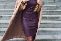 Pencil Dress Coco Burgundy leatherlook / Deze jurk is gemaakt van leatherlook craquelé stof die mooi soepel valt en heeft driekwart mouwen. Aan de achterkant zit een gouden ritssluiting die van boven tot onder loopt, kun je zelf je eigen split creëren of je loopruimte bepalen. De jurk is perfect voor naar een romantische date maar ook geschikt naar kantoor met een colbert of kies voor een paar sneakers eronder voor een speels effect waardoor je de jurk ook casual kunt dragen.