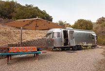 Airsteam / De nostalgische Airstream trailers worden steeds populairder onder de glamping-gangers. De unieke trailer biedt vrijheid, kwaliteit, authenticiteit en design. Zeker een aanrader!