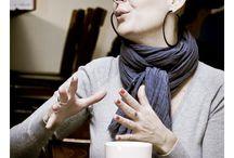 Társalgó 02 Bede Anna / Bede Anna, a vegasztrománia blog szerzője, a Goldenblog gasztro kategóriájának idei győztese, a Kisképző matektanára, kortárs kiállítások szervezője, a Palifőz lakásétterem háziasszonya és a Castro Bisztró néhány vegetáriánus ételének megalkotója. Sokoldalú, kíváncsi, egyébként vega.