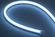 Néons LED flexible lumineux / Le néon led flexible permet de décorer et éclairer des enseignes, façades, tour de piscine de façon simple et rapide. Facile à poser et très lumineux https://www.leclubled.fr/90-neon-led-flexible-24v