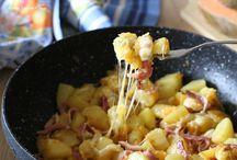 patate e zucca in padella con speck e mozzarella