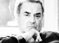"""Giovanni Manganelli / """"Manganelli, scultore dell'acqua, scultore di un'acqua che diviene una forma chiusa, ha trovato qualcosa che tiene insieme l'essere e il non essere, ciò che è immobile e ciò che è mobile"""" Vittorio Sgarbi, critico d'arte"""