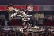 Motocross Freestyle International  / Evento deportivo que está recorriendo diversos países del mundo.  Es un espectáculo que combina el impacto visual de las motos en el aire con la música y el entretenimiento, donde la adrenalina te subirá al límite.