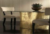 mesa comedor / mesa de comedor de tronco de madera reciclado coloreado en gold  y sillas de madera de teca tapizadas.  Diseño, producción y fabricación exclusiva y ecológica por www.comprarenbali.com