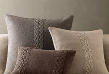 Knitting cushions