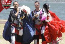 Equipo Tech Jumpers / Paracaidistas extremos, cuyas especialidades destacan saltos base, acrobáticos, en traje alado wingsuits (ardilla) y Parapentistas acrobáticos.  La mayor parte de su tiempo y actividad profesional, la dedican a entrenamientos, prácticas y competencias.  Integrados por: JUAN A. SULVARAN G. J. HENRIQUE HERREA T. (FABUL) SEAN M. FARLEY