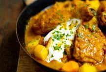 Recettes au curry / Le curry est un sacré mélange, et l'on aime le glisser, coloré, très doux ou très fort (selon les épices qu'il contient), jaune, rouge ou vert, tantôt indien, tantôt thaï, dans nos petits plats du quotidien. Qui deviennent alors… des curries !