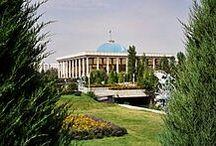 Uzbekistàn / Extenció: 447,400 km2. Capital: Taixkent. N. Habitants: 30.000.000 hab. Llimits: Kazakistan (Nord), Turkmenistan i Afganistan (Oest), Tagikistan (Sud) i Kyrgyztan (Est).