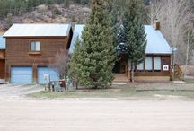 Birds & Bears Retreat / Fish right off the 80' back porch if you have a good casting arm. Surrounded by quaking aspens and conifers, this spacious, custom-decorated luxury home sleeps 16 in individually themed rooms.