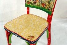 Cadeiras interessantes / by Helena Diniz