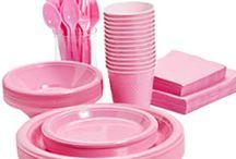 Lyserødt engangsservice / Alt til din fest af lyserødt engangsservice. Stort udvalg af billig engangsservice i flot lyserød farve som er perfekt til barnedåb. pige fødselsdag og temafest.