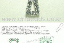 Kors av pärlor - beaded cross