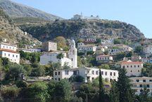 Μεθοδευμένη επιχείρηση αρπαγής της γης καταγγέλλει η ελληνική μειονότητα στη Βόρειο Ήπειρο.