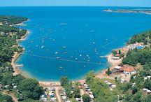Dichtbij het strand / Voor liefhebbers van een strandvakantie is volop keuze in Europa. Veel campings liggen vlakbij of direct aan het strand.