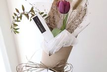 Wrapping flowers in paper