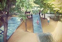 Parchi e aree giochi a Barcellona / Parchi verdi, angoli in città e cortili con giochi per bambini a Barcellona.