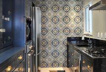 Идеи для мини-кухни / Для дизайнера и простого обывателя достаточно просто создать интерьер большой кухни, но настоящая заслуга состоит в оформлении маленького пространства и чтобы при этом интерьер был красивым и практичным.