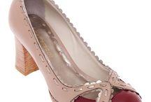 Sapatos Ana Fassoni / São Paulo - SP  anafassoni.com.br Calçados cuidadosamente feitos a mão e 100% couro, conferindo beleza e conforto em modelos atemporais, com detalhes harmônicos e originais.