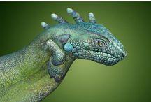 Kreatívne Namaľované pery tvar ruky