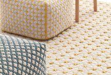 Пуфы и ковры на сетке
