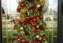 Holiday Decor / Bringing the holidays home with these awesome decorations!