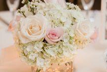 Blumengestecke Tisch