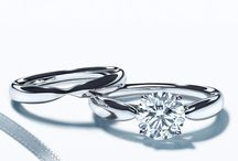 Engagement rings simple yet beautiful / A perfect romantic gift for the fiancee that stands out but isnt too busy