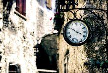 Scorci d'Italia / Un breve e intenso viaggio nelle splendide località del Bel Paese, emozionati dalla luce del tramonto sullo scorcio di una città o deliziati dalle dolci note di un violino sotto un antico portico.