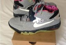 Nike Air Force Max / Toutes les Nike Air Force Max sont chez The Social Shop. Achetez et Vendez vos sneakers.
