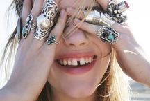 gap between front teeth