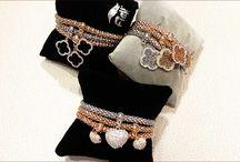 CARLA Jewellery Collection / Voor slechts 10, 15, 18 of 20 € per stuk een prachtig halssnoer, armband, ring, oorringen of uurwerk! Elk juweel steeds in mooie geschenkverpakking.