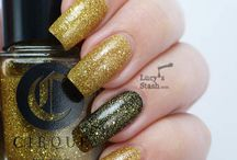Helios / A brilliant gold micro-glitter with holographic sparkle