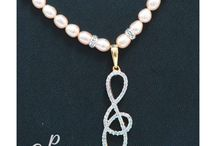 Simple and beautiful pearl necklace set in pink pearls